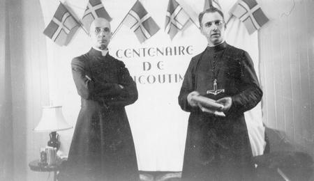 Drapeau du Saguenay–Lac-Saint-Jean -L'abbé Victor Tremblay et le Père Laurent Tremblay - 1942